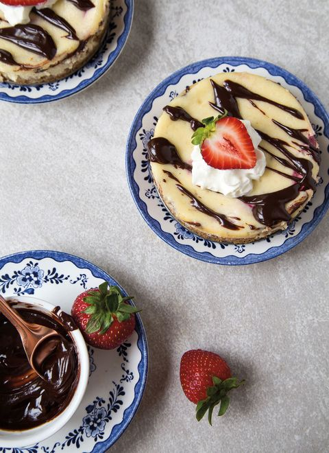 banana split cheesecakes
