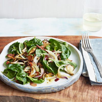 spinach salad with bacon and roasted mushrooms