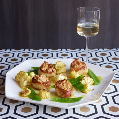 scallops with snow peas cauliflower and peanut panade