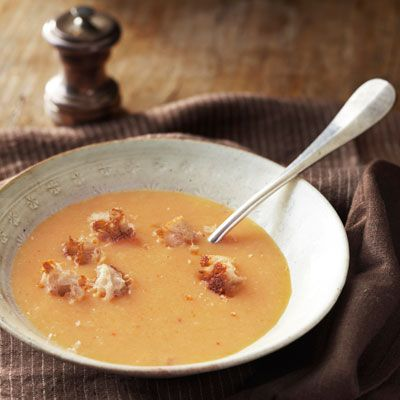 roasted garlic and potato soup with croutons