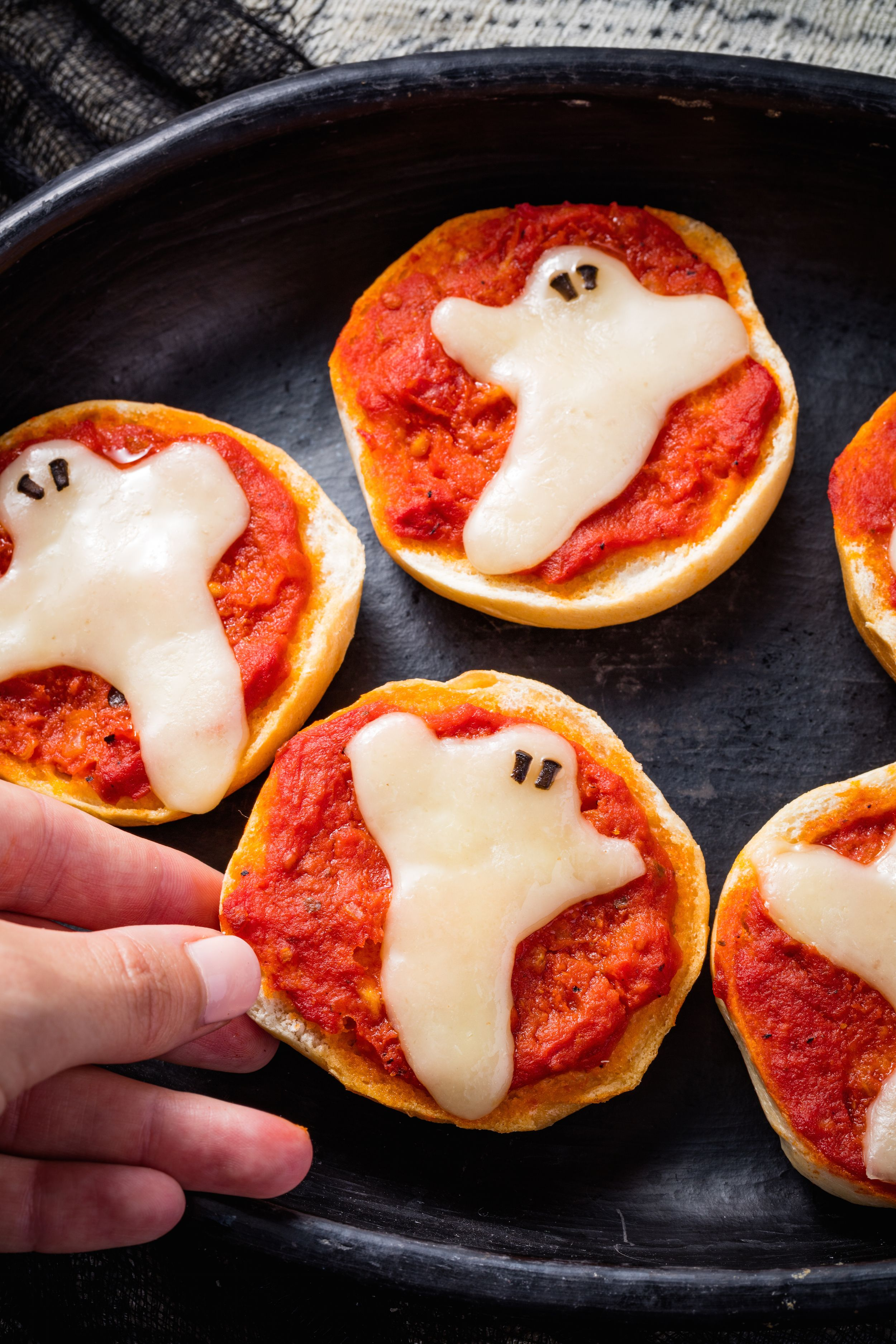 ghost pizza bagels recipe—delish