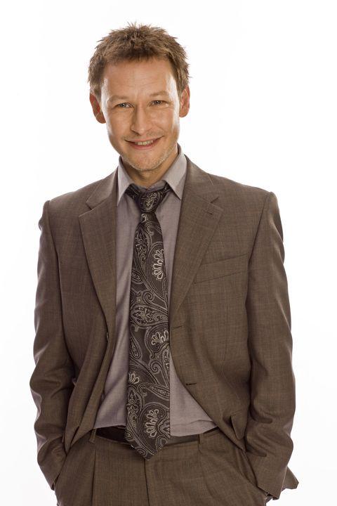 Suit, Blazer, Clothing, Outerwear, Formal wear, Standing, Jacket, Brown, Beige, White-collar worker,