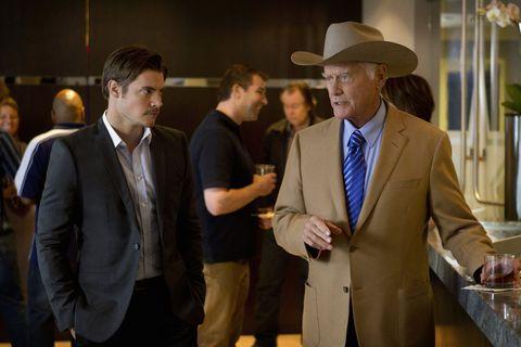 Dallas' Henderson honors Larry Hagman