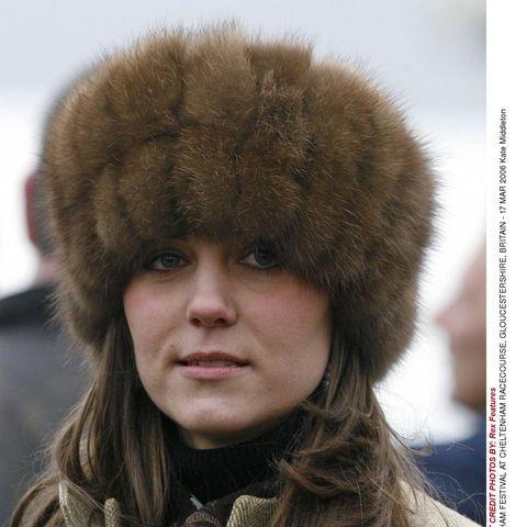 Lip, Brown, Textile, Fur clothing, Headgear, Animal product, Natural material, Winter, Fashion, Street fashion,