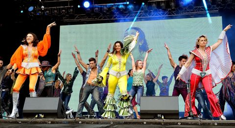 Entertainment, Performing arts, Event, Stage equipment, Social group, Dancer, Stage, Artist, Performance, Music venue,