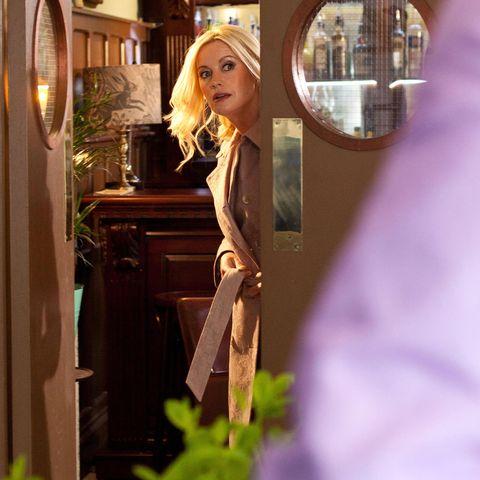 Purple, Lavender, Violet, Picture frame, Interior design, Mirror, Blond, Brown hair, Lamp, Animation,