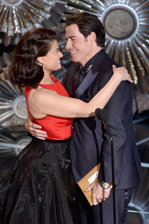 Watch Idina Menzel and John Travolta's awkward Oscars reunion