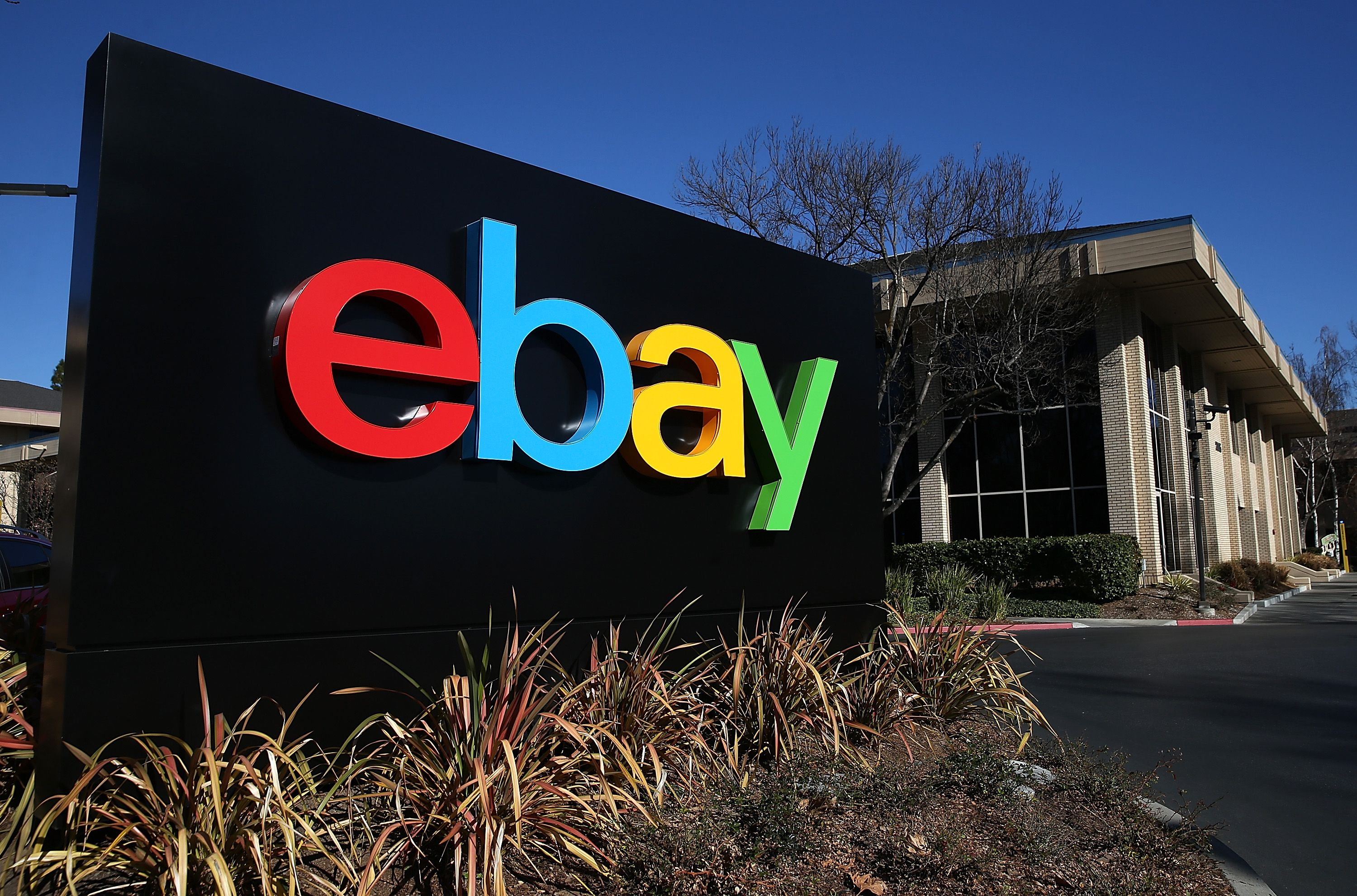 eBay and PayPal split into separate companies