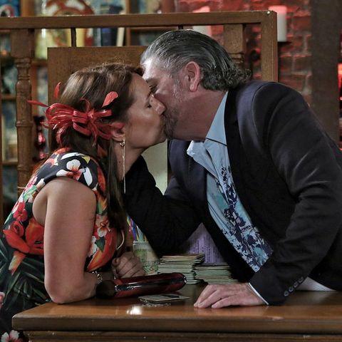 Kiss, Interaction, Romance, Love, Sitting, Wood stain, Honeymoon, Varnish,