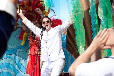 Event, Sunglasses, Hat, Tradition, Celebrating, Headgear, Carnival, Public event, Goggles, Costume,