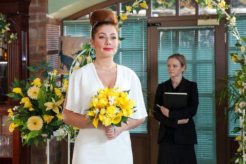 Yellow, Petal, Bouquet, Flower, Cut flowers, Dress, Floristry, Beauty, Flower Arranging, Suit trousers,