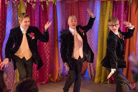 Event, Textile, Performing arts, Formal wear, Curtain, Coat, Tie, Suit, Stage, Purple,