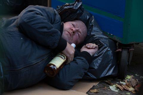 Bottle, Wrist, Drink, Watch, Nap, Glass bottle, Alcohol, Beer, Beer bottle, Sleep,