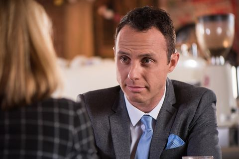 James overhears Cindy's conversation about Mac and introduces himself