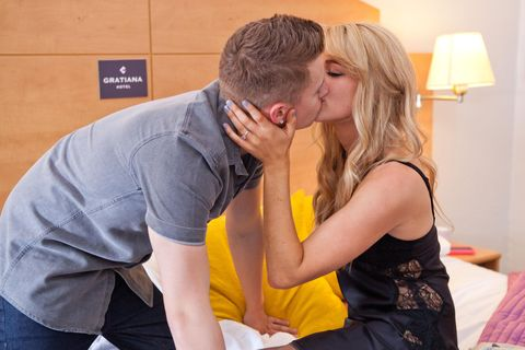 Holly and Robbie get passionate in the hotel, unaware that the police are on the way