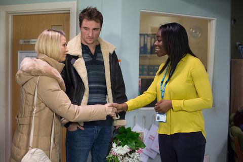 Kathy convinces Martin to go and see Stacey at the hospital