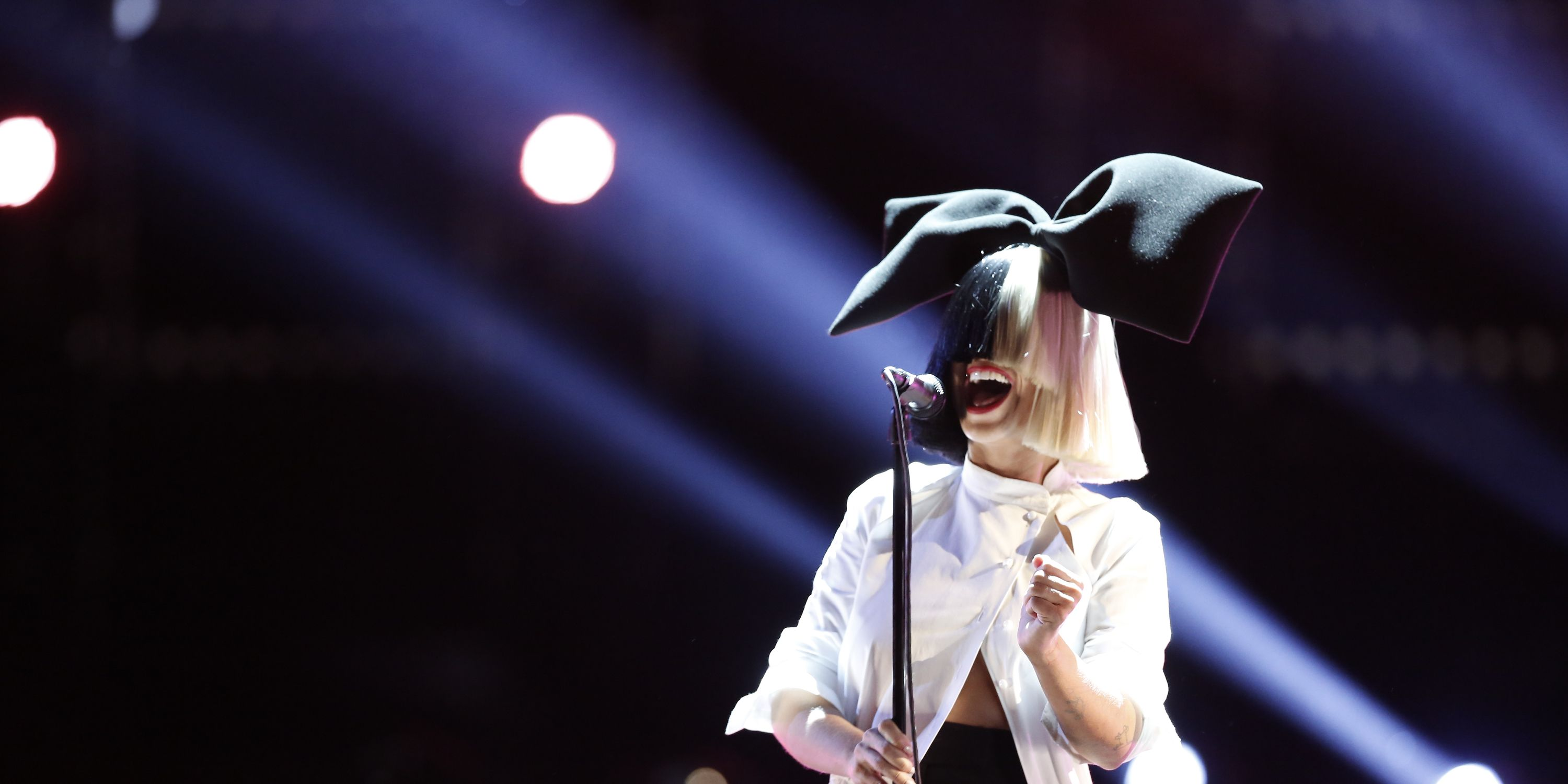 Sia performs on The Voice.