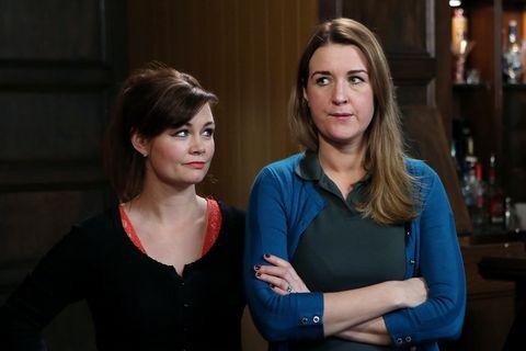 Jane encourages Orla to bid higher