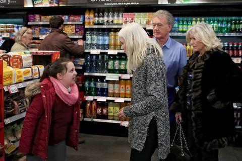 Farrah fails to calm Ellie when she lashes out in public