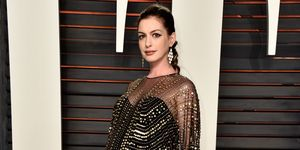 Anne Hathaway attends the 2016 Vanity Fair Oscar Party