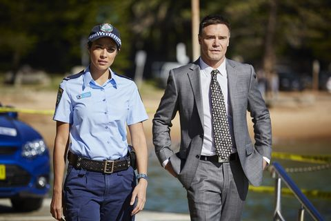 Kat joins forces with Detective Dylan Carter to investigate the murder.