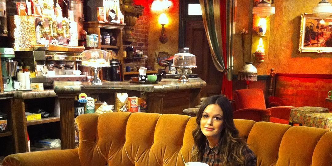 Rachel Bilson in Central Perk