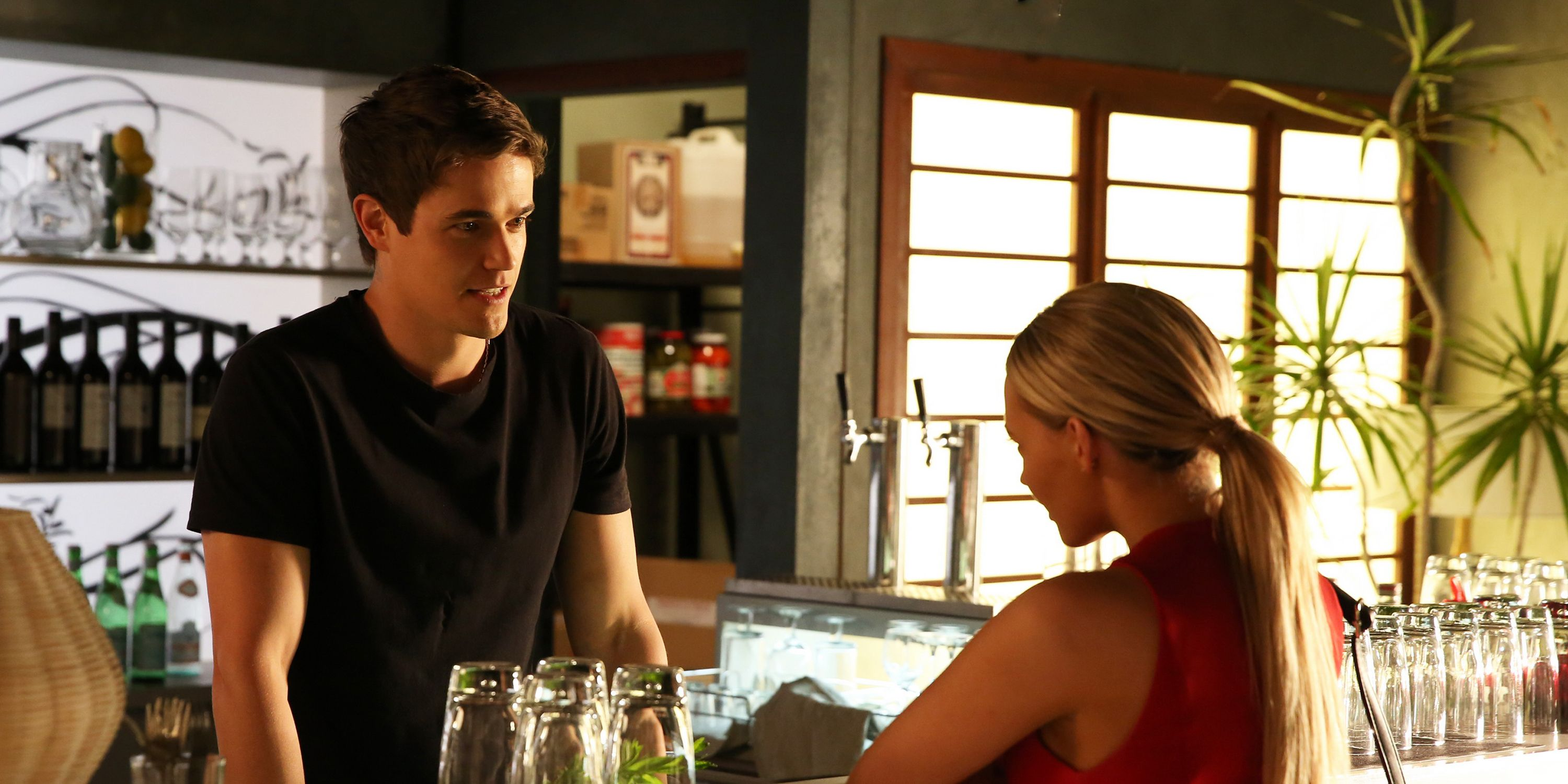Kyle is swayed and agrees to have a drink with Isla after his shift. ​​