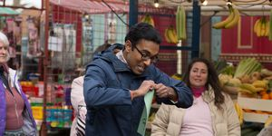 A frustrated Tamwar reaches his limit and decides to go travelling with Nancy. 