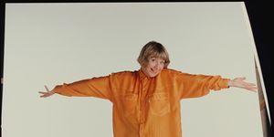 Victoria Wood poses for a studio portrait circa 1990