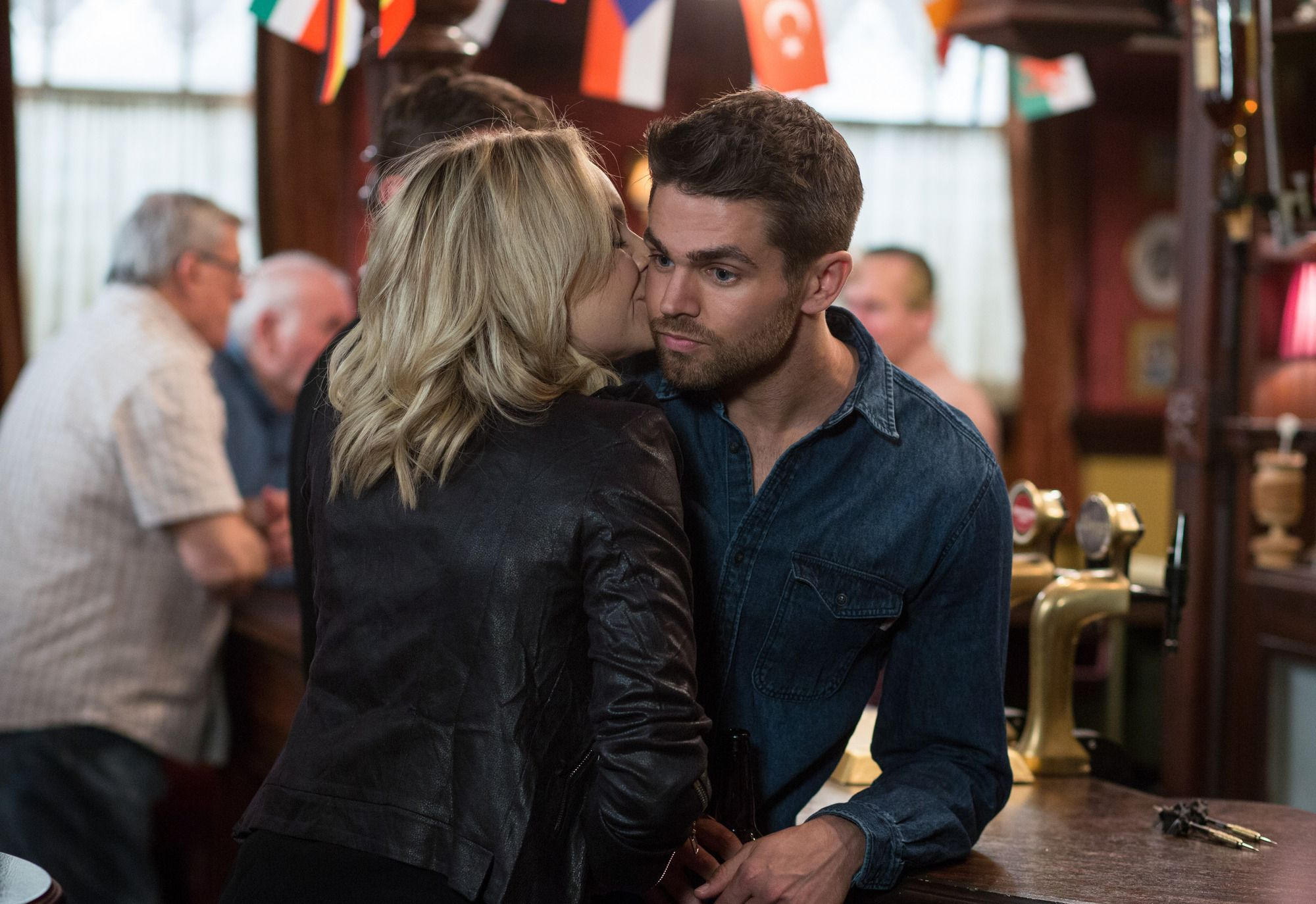 Who is ronnie dating in eastenders