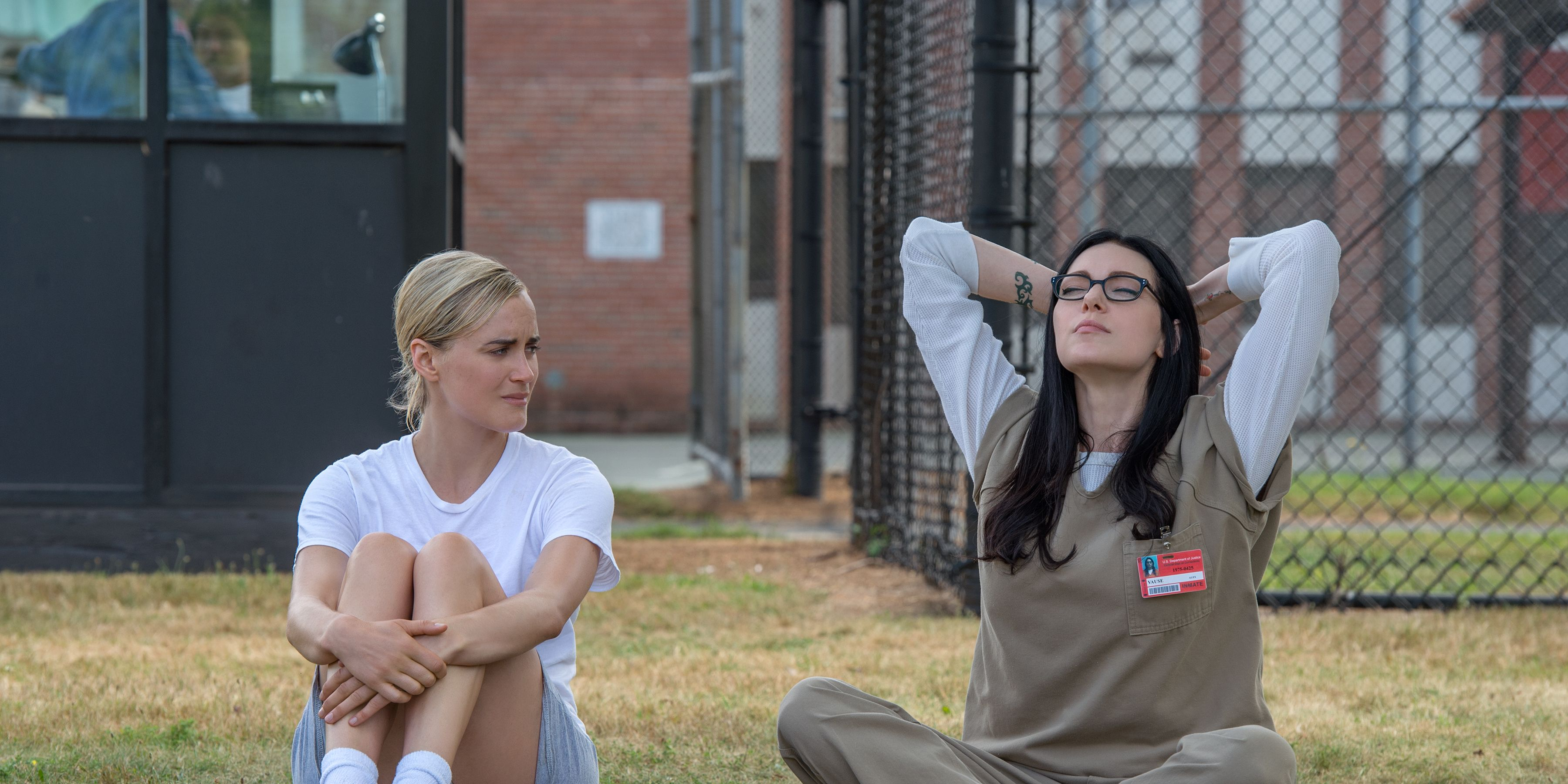 Taylor Schilling as Piper and Laura Prepon as Alex in Orange is the New Black season 4