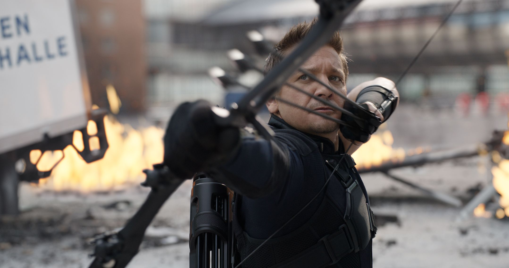 Captain America: Civil War – Hawkeye could have had a classically bad costume