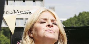 Holly Willoughby, eats burger, London Southbank, This Morning