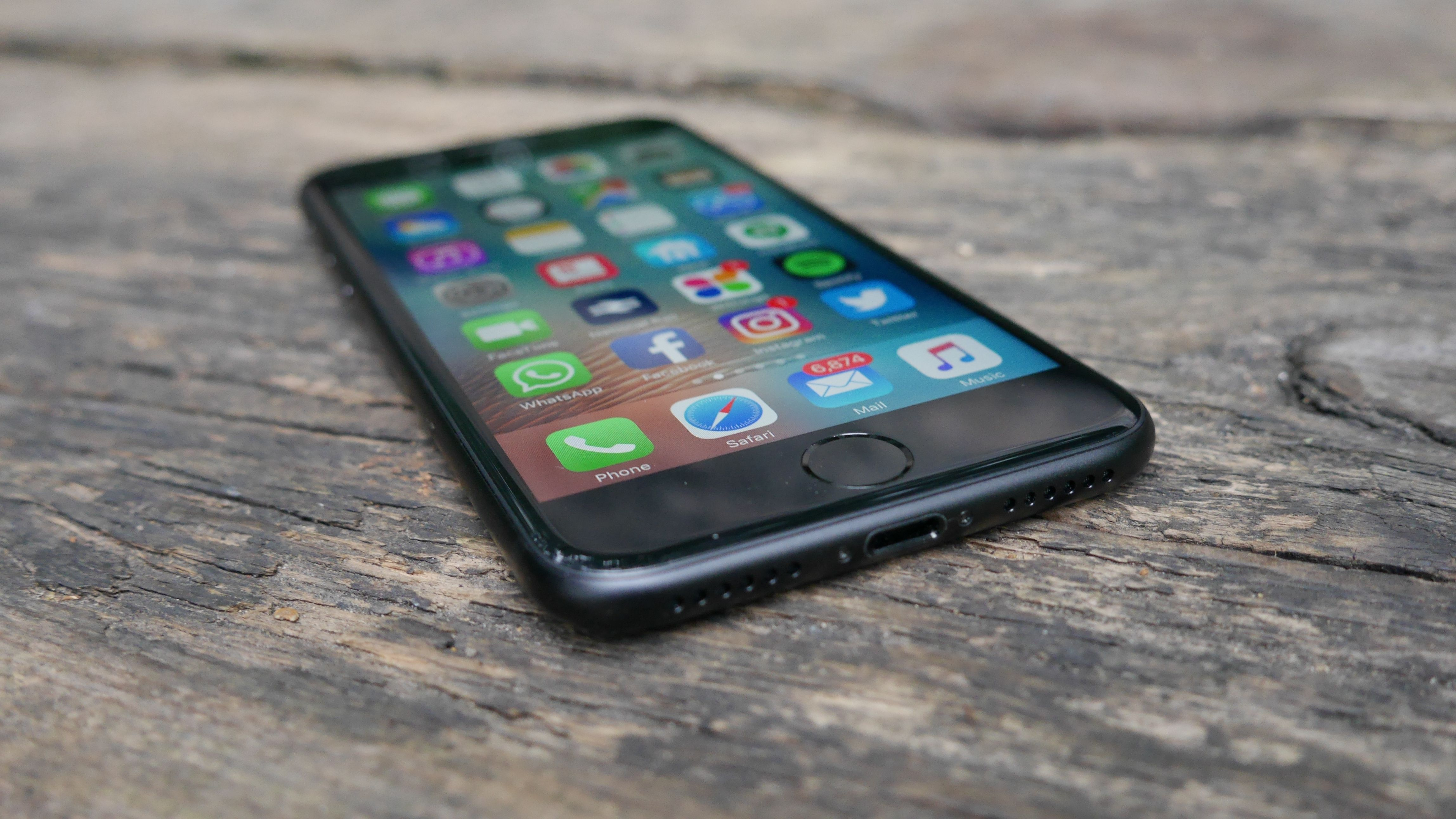 iPhone 7 review: bye-bye headphone port, hello the best iPhone EVER.