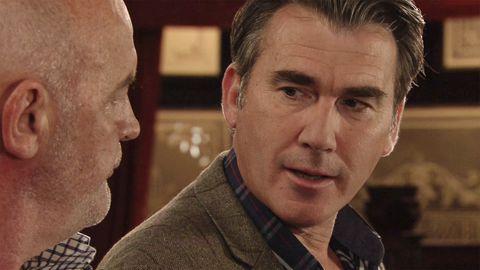 Vinny Ashford gives Pat Phelan a pep talk in Coronation Street