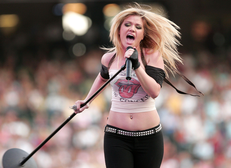 Znalezione obrazy dla zapytania kelly clarkson american idol winner