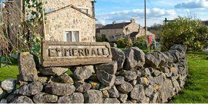 The Emmerdale village sign