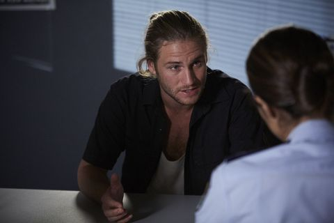 Ash tries to convince Kat in Home and Away