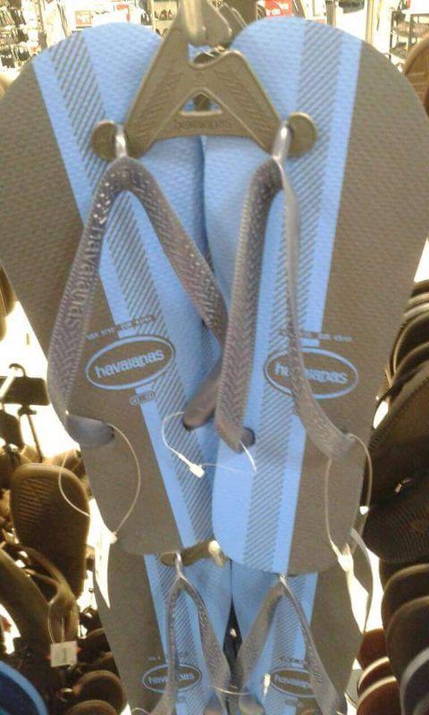 Black/blue vs white/gold flip flops