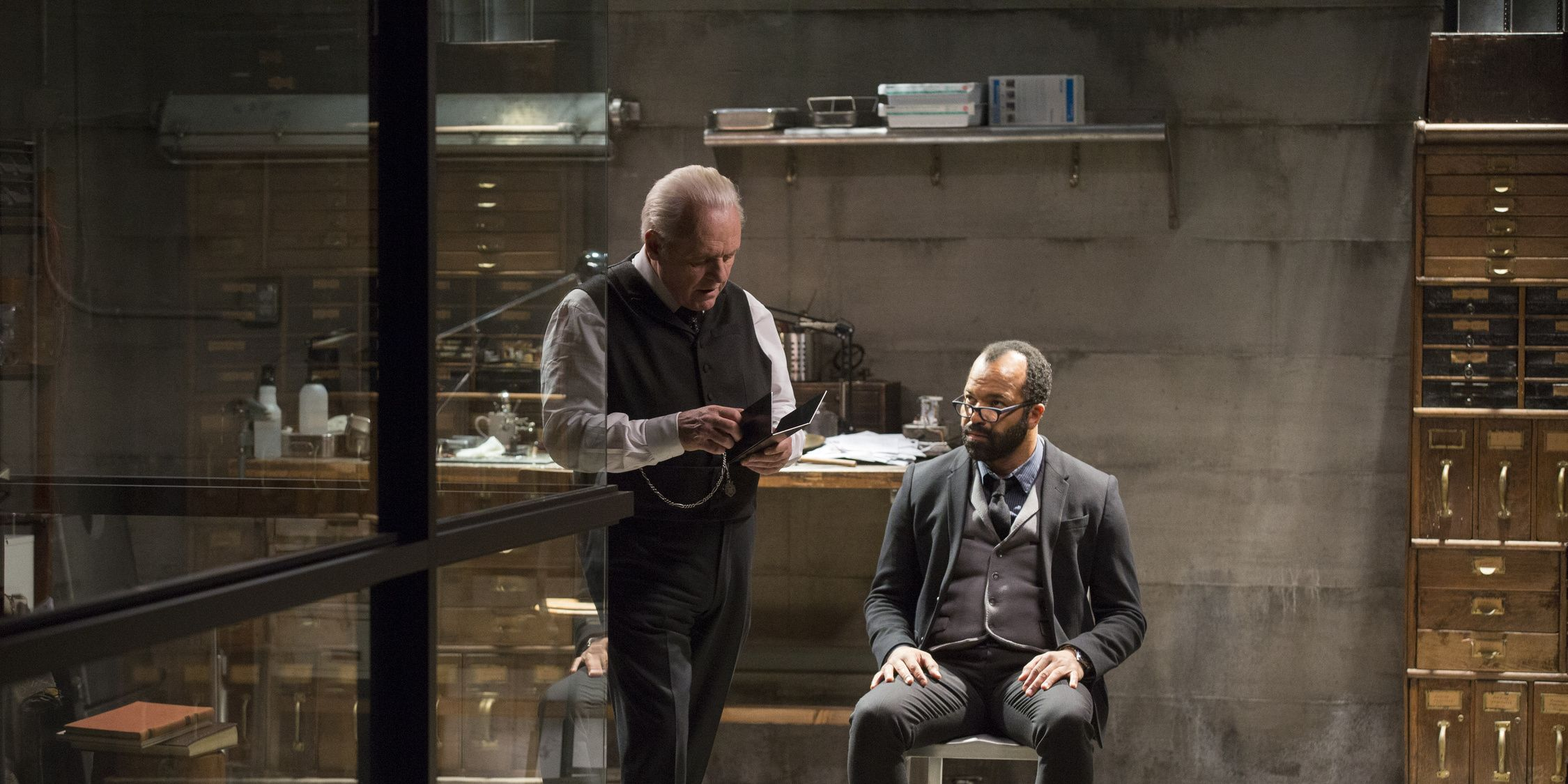 Ford (Anthony Hopkins) and Bernard (Jeffrey Wright) in 'Westworld' s01e08, 'Trace Decay'