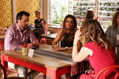 Leah worries about Zac and Sam's working relationship in Home and Away
