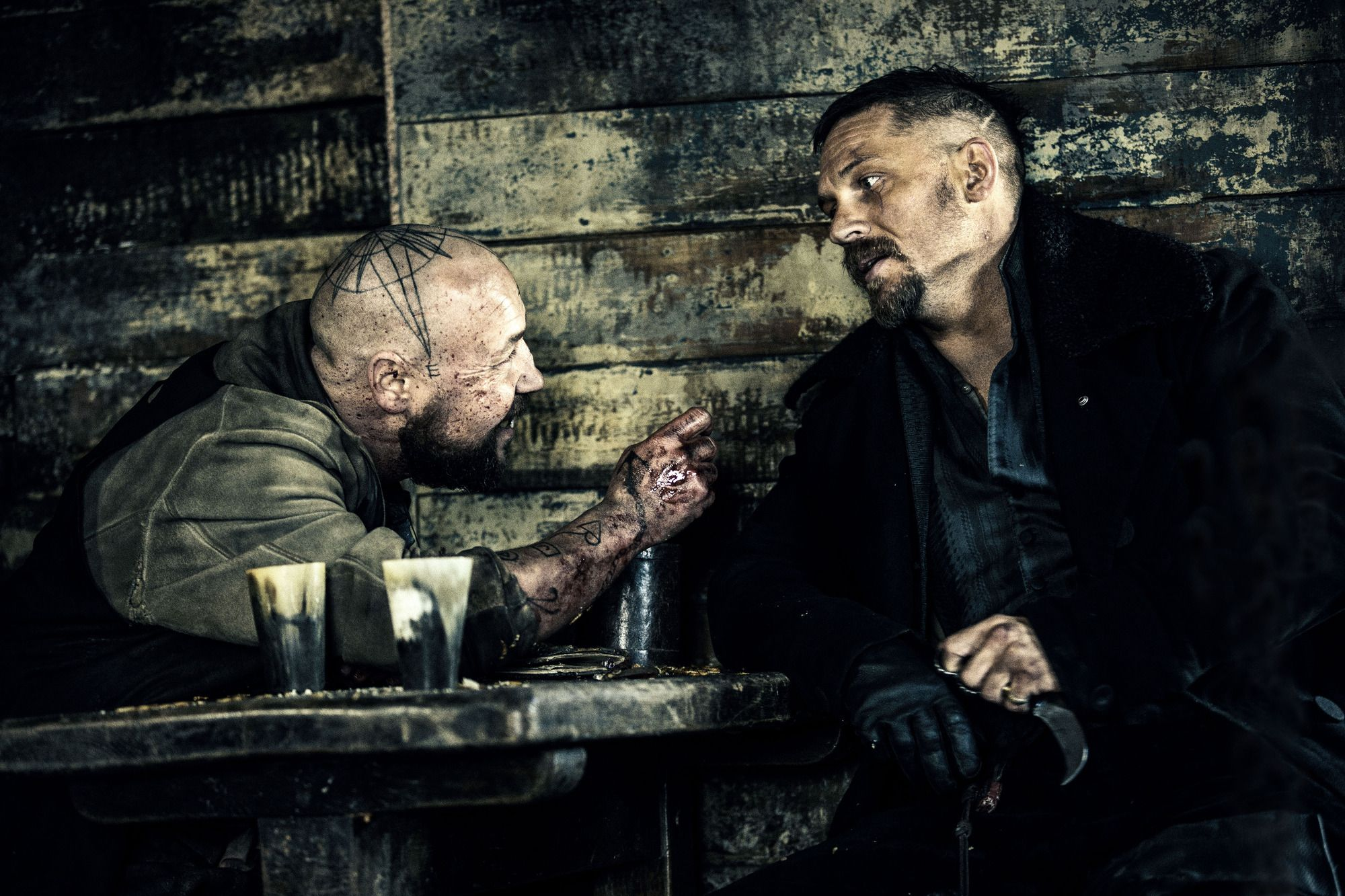 Stephen Graham And Tom Hardy In Taboo S01e02