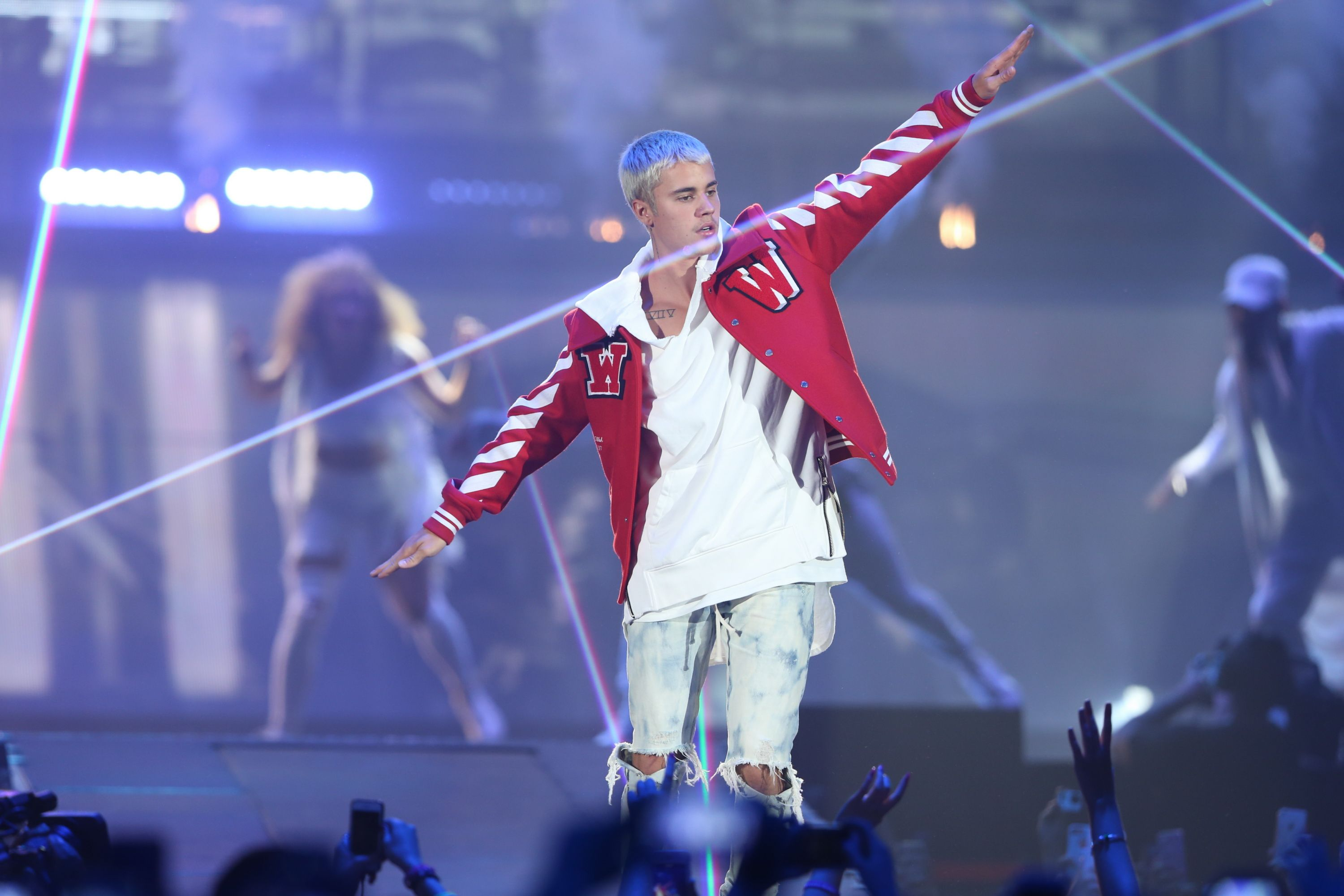 Watch Justin Bieber totally flub his own Spanish song lyrics live on