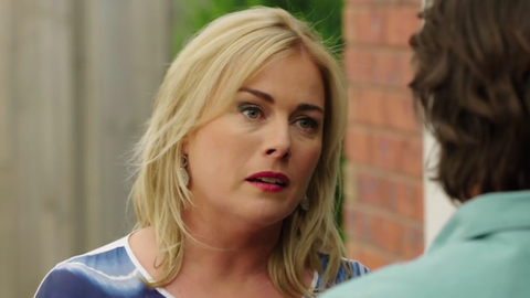 Lauren Turner speaks to Brad Willis in Neighbours