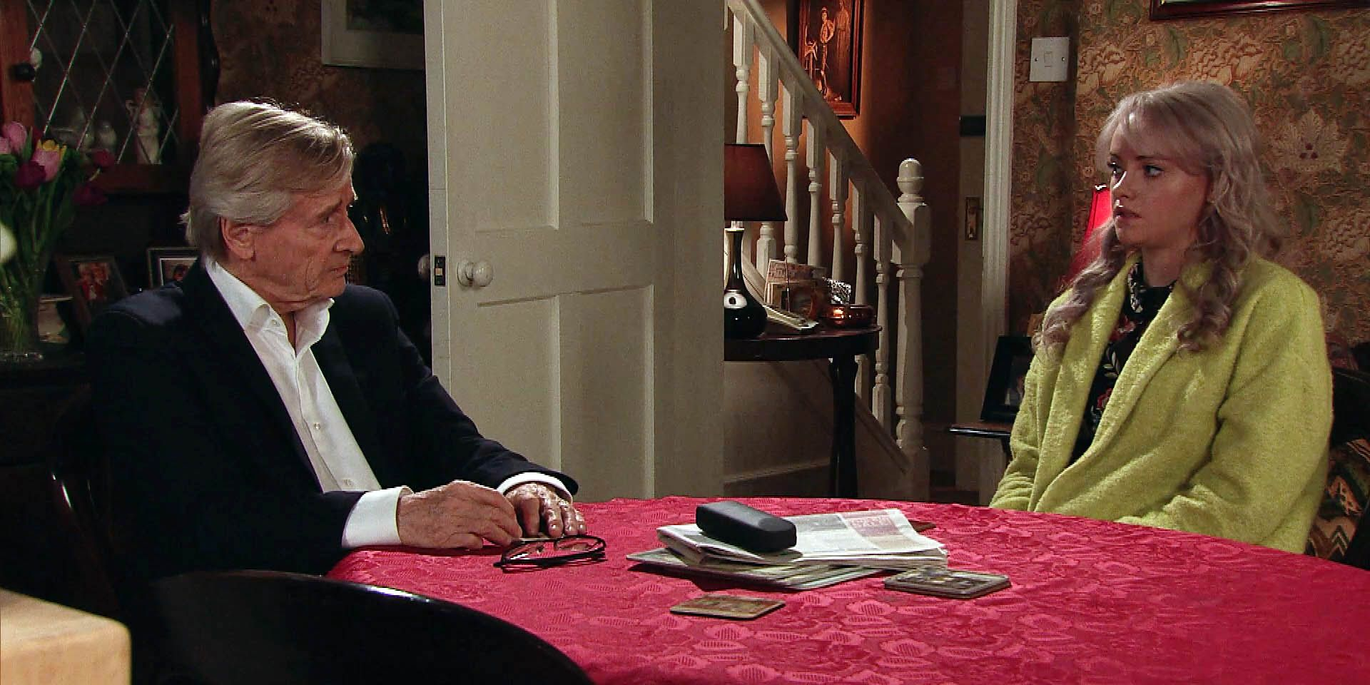 EMBARGO 14/3 Ken implores Sinead to finish with Daniel in Coronation Street