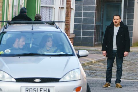 EMBARGO 21/3 Peter watches as Toyah drives off with Toby in Coronation Street