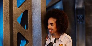 Pearl Mackie in 'Doctor Who' s10e01, 'The Pilot'
