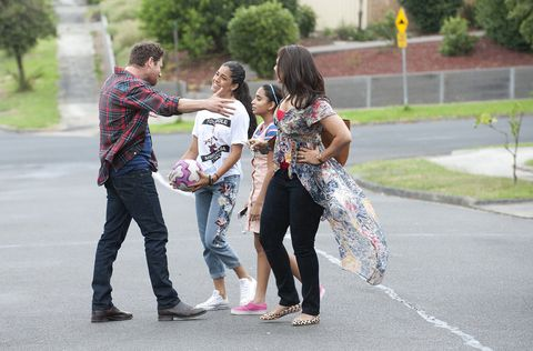Shane Rebecchi welcomes Dipi, Yashvi and Kirsha to Ramsay Street in Neighbours