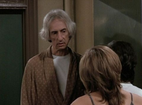 <p>Monica and Rachel's belligerent upstairs neighbour passes away, and leaves them all of his junk. Ross tries to explain evolution to Phoebe. Feels more like a drama than a sitcom. </p>