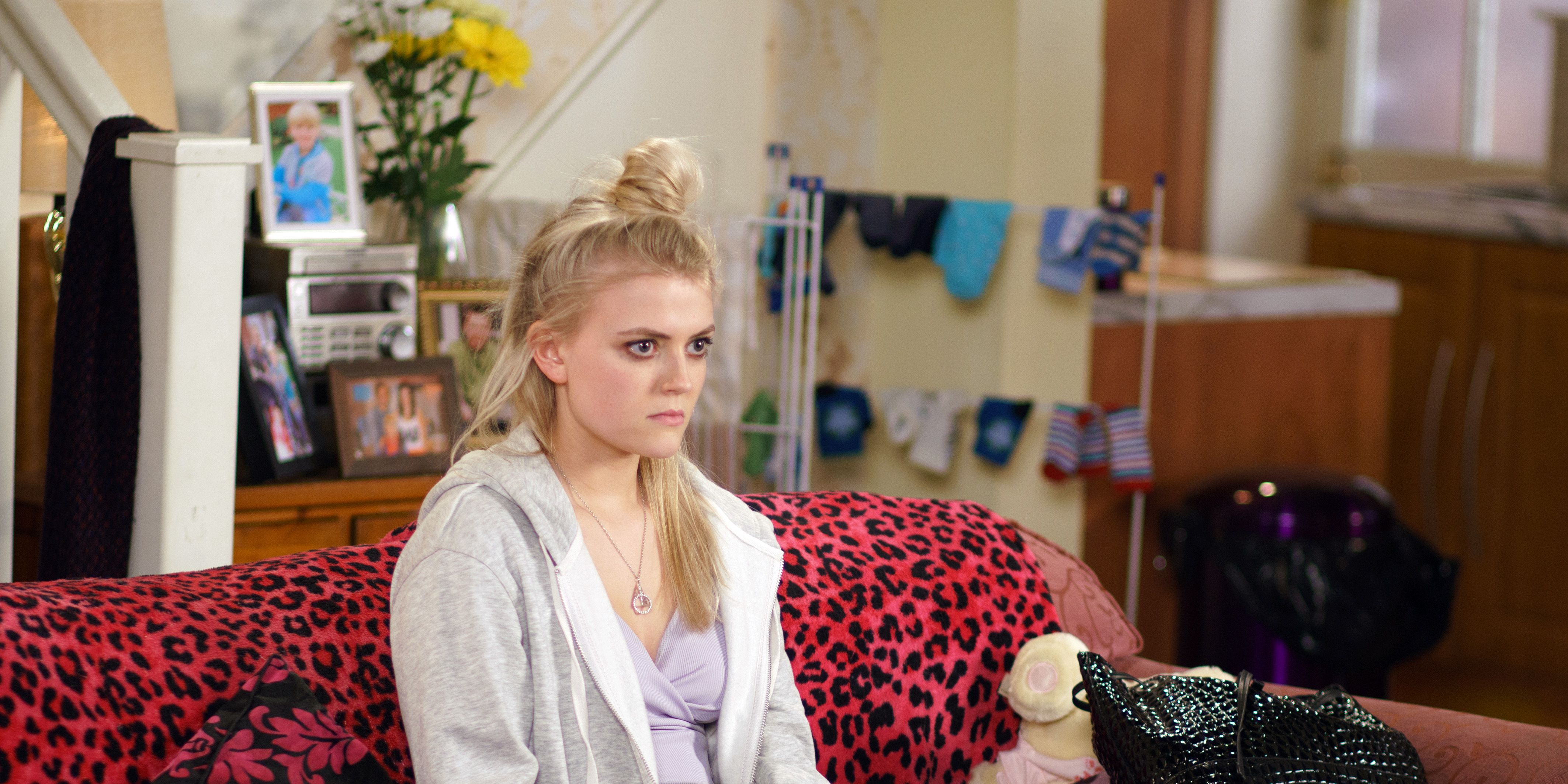 Bethany Platt is trapped by Sarah in Coronation Street